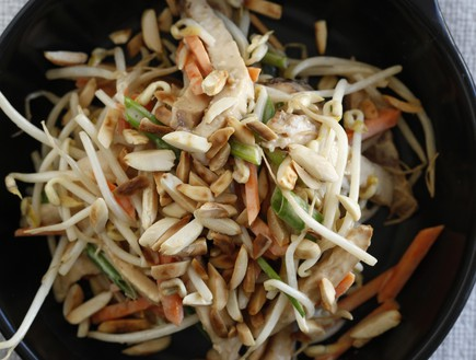 סלט נבטים (צילום: אפיק גבאי, פשוט לבשל בריא, הוצאת כלטקסט)
