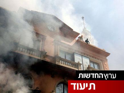 שריפה בבניין בהפגנה במצרים (צילום: חדשות 2)