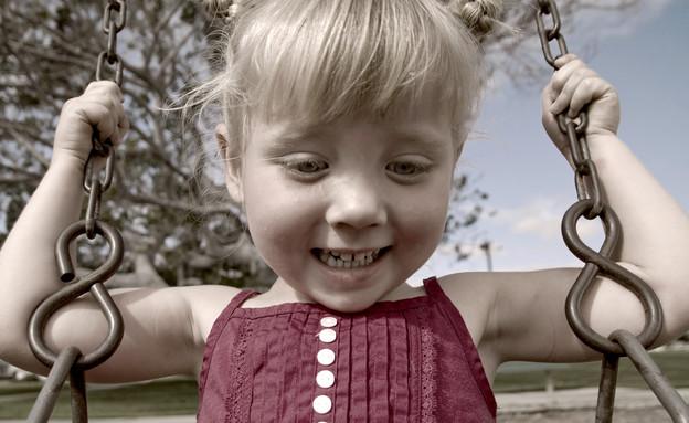 ילדה מתנדנדת בנדנדה (צילום: אימג'בנק / Thinkstock)