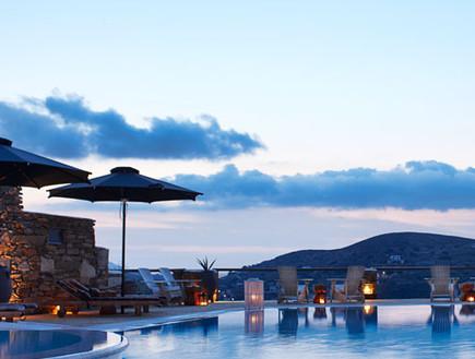 מבחוץ - מלון ליאוסטאסי, מלונות ביוון