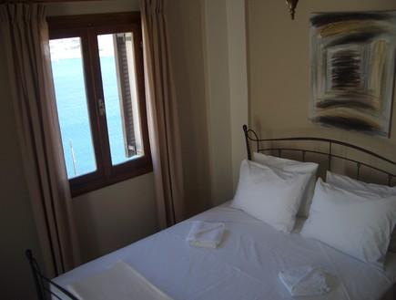 דירה באיוס, מלונות ביוון