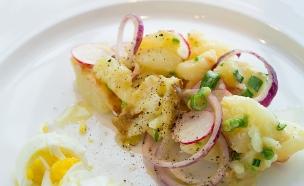 פסח, חיים כהן במטבח - סלט תפוחי אדמה (צילום: בני גם זו לטובה, אוכל טוב)