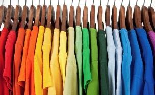 ארון בגדים עם חולצות צבעוניות (צילום: אימג'בנק / Thinkstock)