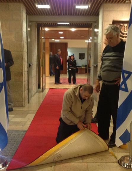 השטיח כבר מוכן, הכנסת מתכוננת, היום (צילום: חדשות 2)