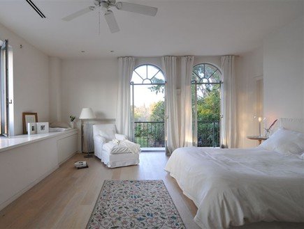 גליה שטרנברג, חדר שינה (צילום: שי אדם)