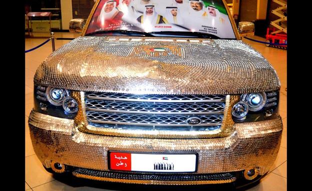 מכונית מצופה מטבעות