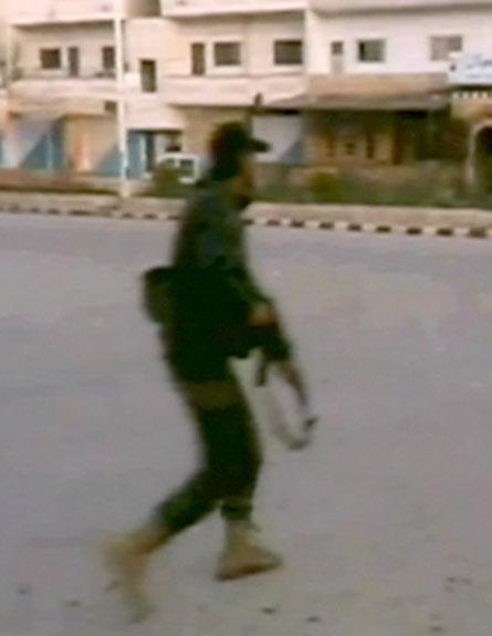 המורדים בסוריה מתקרבים לגבול הישראלי (צילום: חדשות 2)