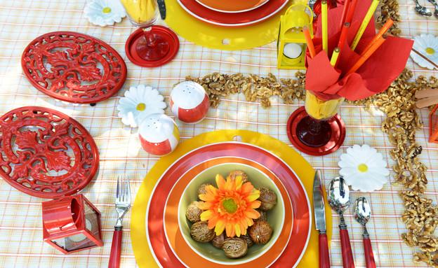 שולחן פסח, אש פרח בצלחת (צילום: יואב ז'אק)