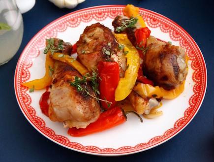 שוקי עוף עם פלפלים (צילום: אפיק גבאי, אוכל טוב)