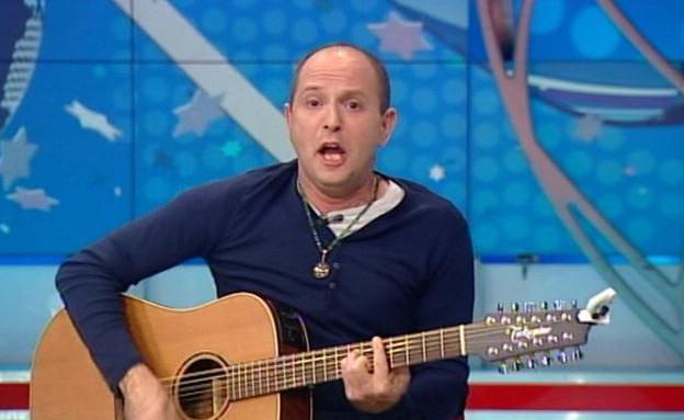 פרידמן בשיר מיוחד לגולשי מאקו (תמונת AVI: mako)