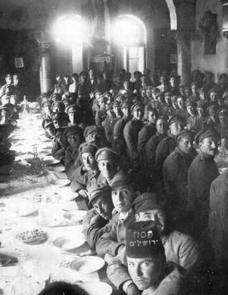 סדר המוני של חיילי הגדוד העברי ב-1919 (צילום: יעקב בן דוד,  מתוך צילומי הארכיון הציוני המרכזי)