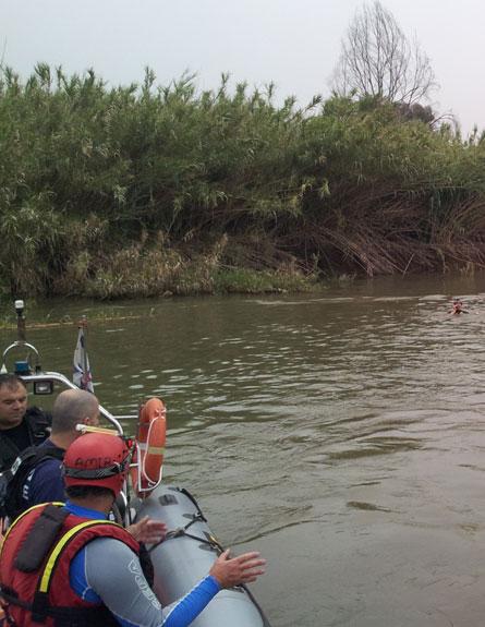החיפושים בנהר הירדן, היום (צילום: איציק ברק)