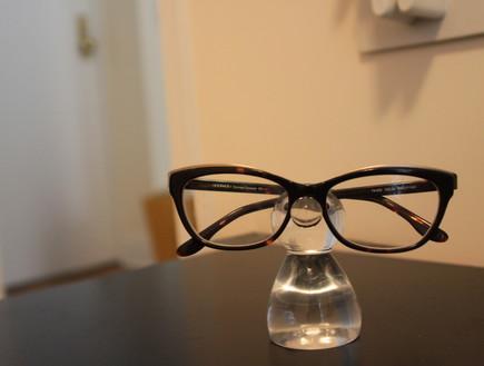 קארין, משקפיים