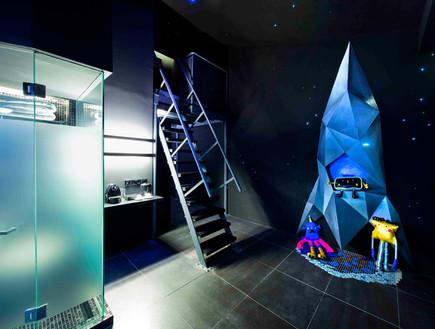 מלון סינגפור, חדר גלריה בחושך (צילום: www.wanderlusthotel.com)
