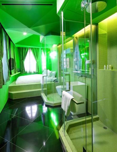 מלון סינגפור, מקלחת אור ירוק (צילום: www.wanderlusthotel.com)