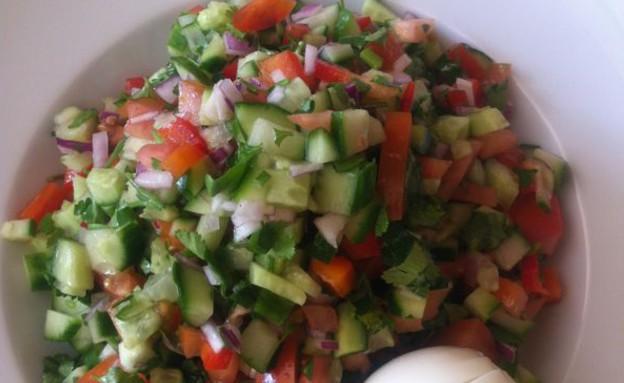 סלט ירקות עם ביצה קשה, סיון דה ליאו (צילום: סיון דה ליאו)
