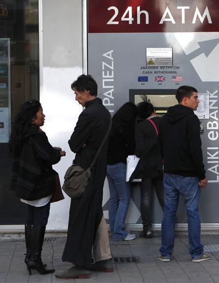 משבר כלכלי בקפריסין, כספומט, בנק (צילום: חדשות 2)