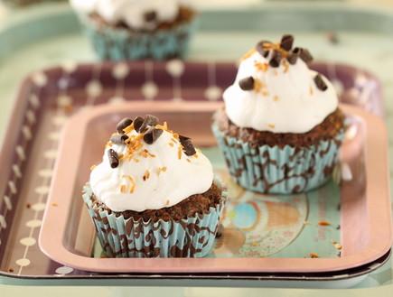 קאפקייקס שוקולד ואגוזי לוז כשר לפסח (צילום: חן שוקרון, אוכל טוב)