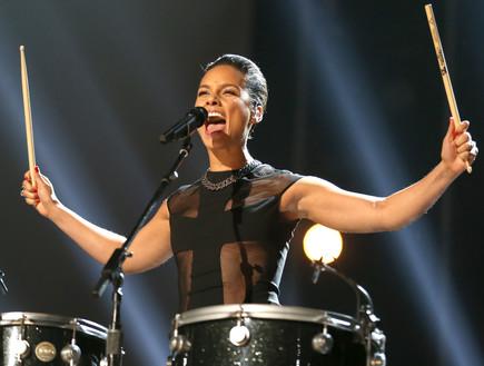אלישיה קיז על הבמה (צילום: Christopher Polk, GettyImages IL)