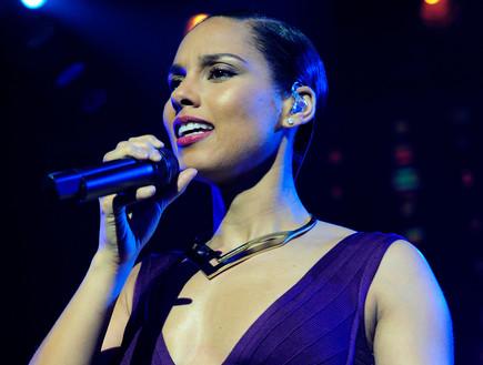 אלישיה קיז על הבמה (צילום: Allen Berezovsky, GettyImages IL)