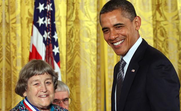 המדענית אייבון בריל וברק אובמה (צילום: Win McNamee, GettyImages IL)