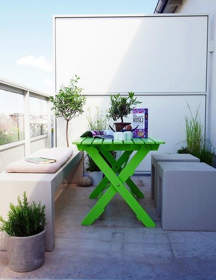 מרפסת, ריהוט, שולחן ירוק (צילום: hitta-hem.blogspot.se)
