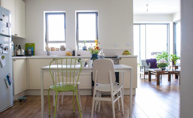 דירה תל אביב, פינת אוכל חלונות (צילום: סיון אסקיו)