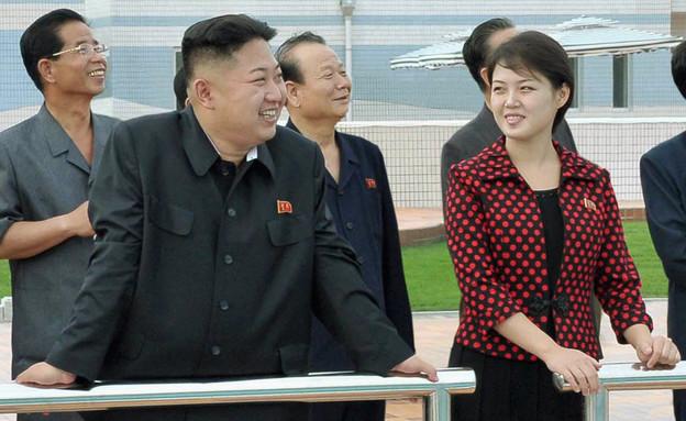 עם ג'ונג און עם אשתו צילום רויטרס (צילום: רויטרס)
