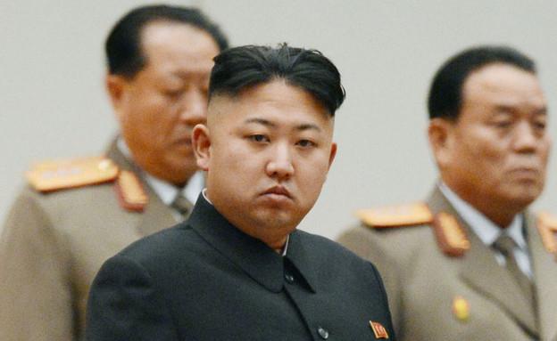 קים ג'ונג און במדים צילום רויטרס (צילום: רויטרס)