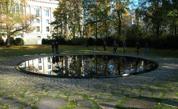 אנדרטה לזכר הצוענים, ברלין (צילום: ויקיפדיה)