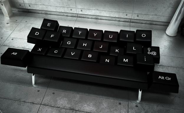 מקלדת, ספה שחורה (צילום: www.zo-loft.com)