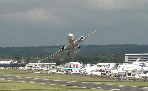 כמו מטוס קרב, דרימליינר (צילום: dailymail.co.uk)
