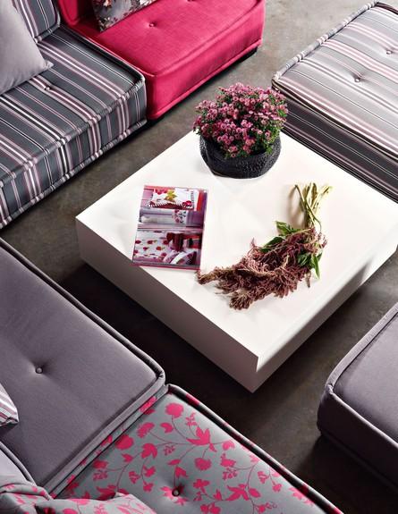 סלון קיצי, ביתילי, שולחן לבן צילום דן פרץ