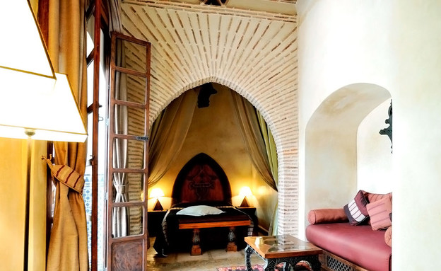 הוסטלים, מרוקו ספה ורודה (צילום: equity_point_marrakech)