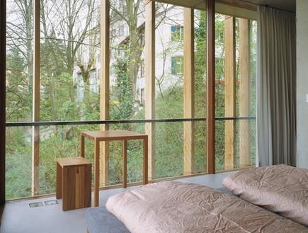 הוסטלים, בזל חדר שינה חלון (צילום: www.myswitzerland.com)