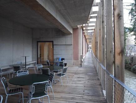 הוסטלים, בזל מרפסת (צילום: www.myswitzerland.com)