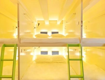 הוסטלים, סינגפור מיטות אור (צילום: blog.hostelbookers.com)
