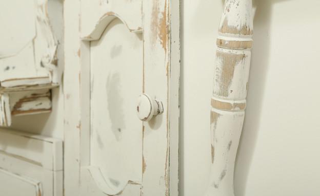 קיר רהיטים, דלת (צילום: עודד קרני)