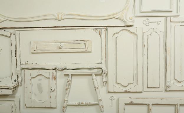 קיר רהיטים, חלקים צבועים (צילום: עודד קרני)
