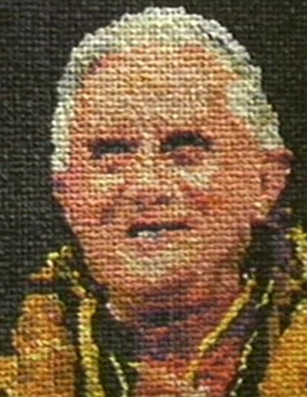 צפו: האפיפיור מקונדומים (צילום: CNN)