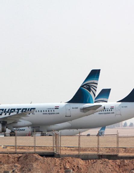 מטוס בשדה התעופה בקהיר, ארכיון (צילום: AP)