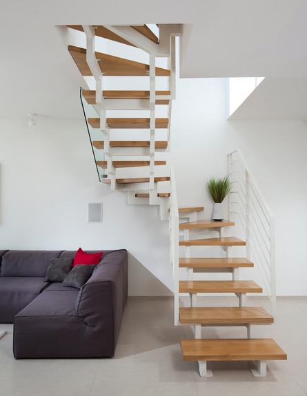 דירה בשיכון, מדרגות לגובה (צילום: שי אפשטיין)