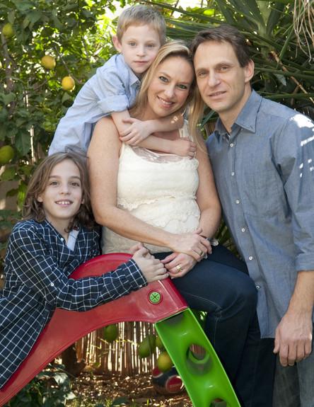 רונית עם המשפחה צילום ביתי (צילום: תומר ושחר צלמים)