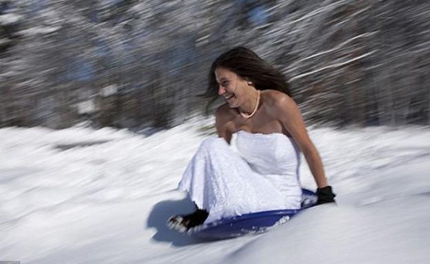 שמלה מסביב לעולם (צילום: dailymail.co.uk)