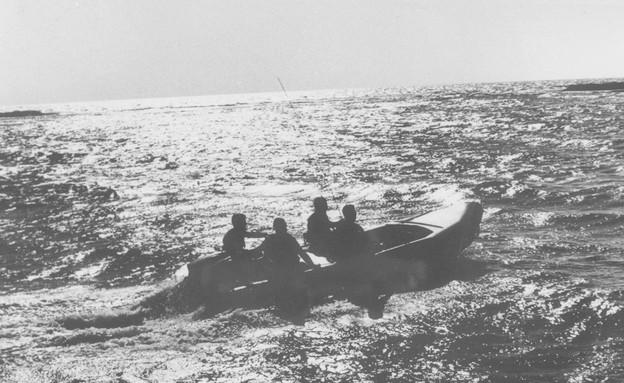 הפשיטה על האי גרין (צילום: מיכה ברעם)
