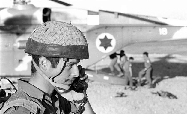 חייל בסיירת צנחנים פעילות במהלך המלחמה