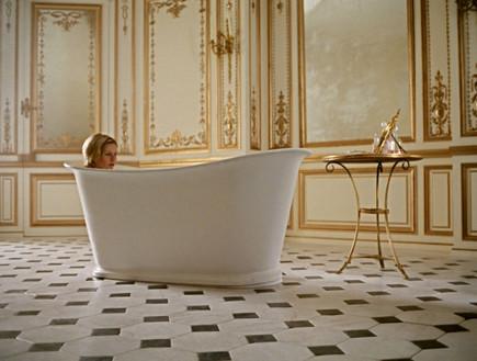 מרי אנטואנט, אמבטיה (צילום: www.cinema.de)