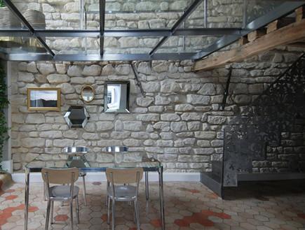 דירה בפריז, פינת אוכל חצר