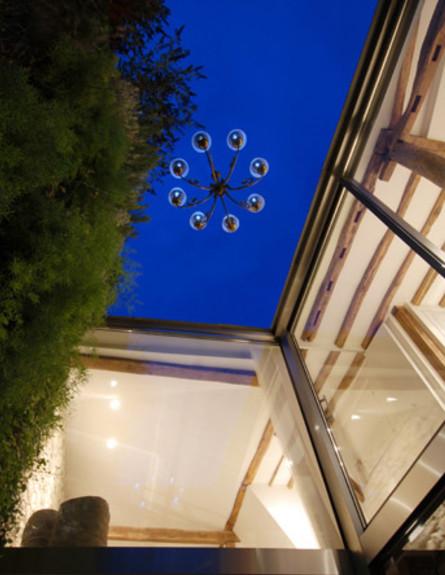 דירה בפריז, תקרה כחולה