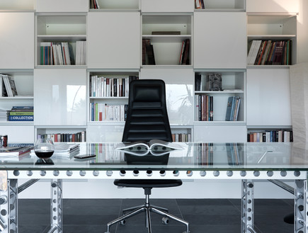 בלגיה בית ונוי, שולחן עבודה